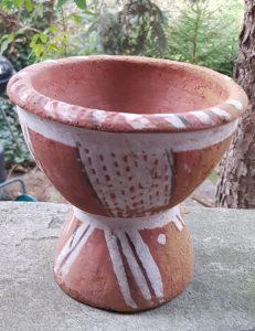 Ryc.2. Libia. Ceramiczna kadzielnica stojąca. Zbiory prywatne (fot. M. Kołyszko).